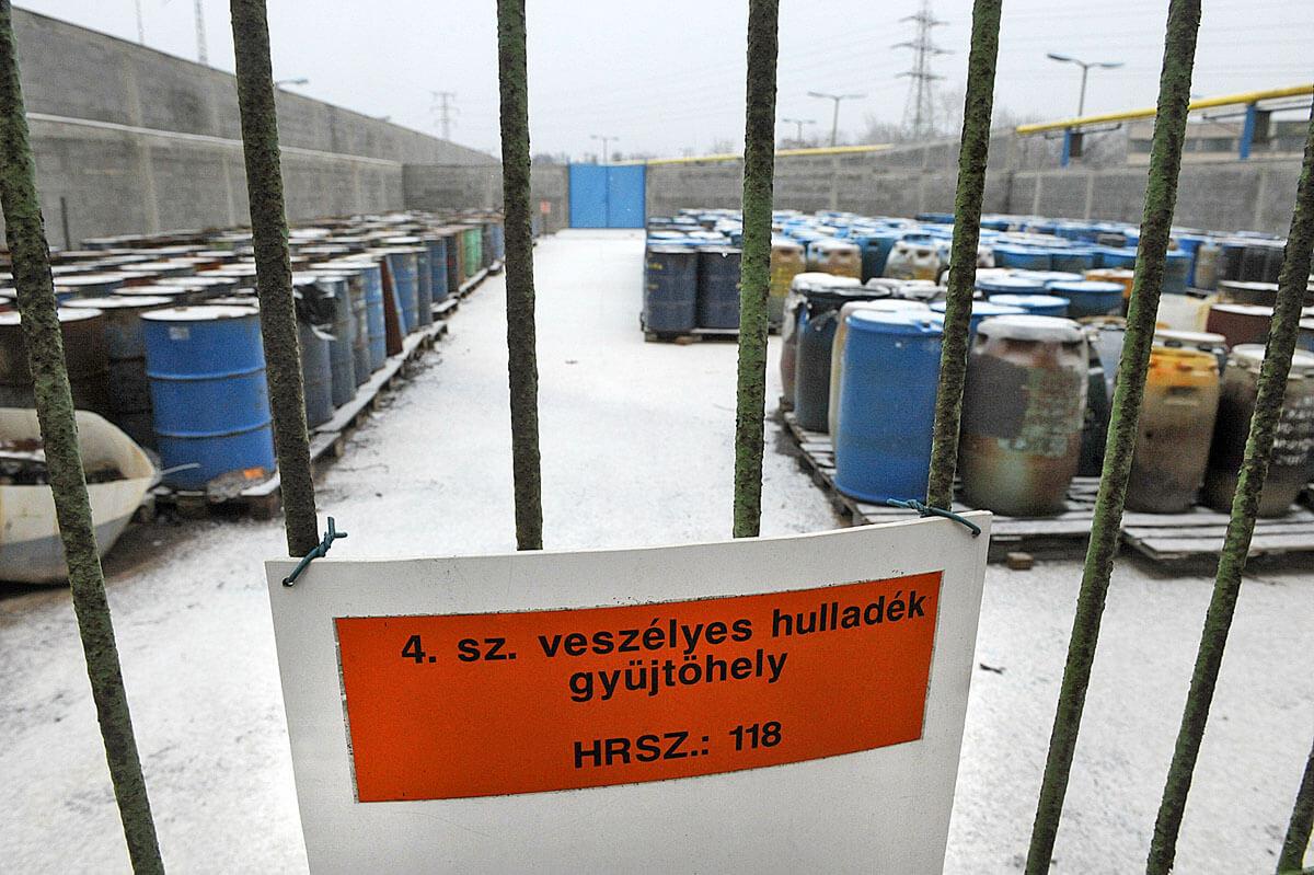 Veszélyes hulladék az Illatos úton forrás: nol.hu
